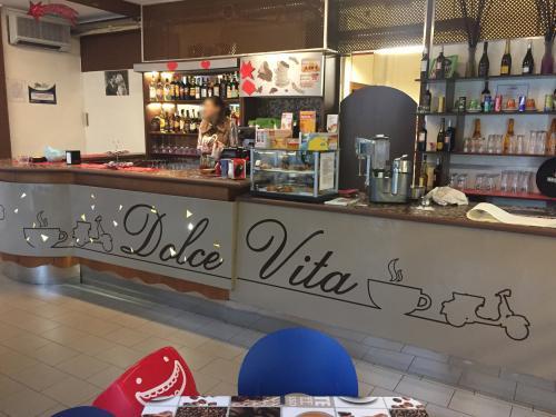 Interior design Bancone decorato Dolce Vita 1