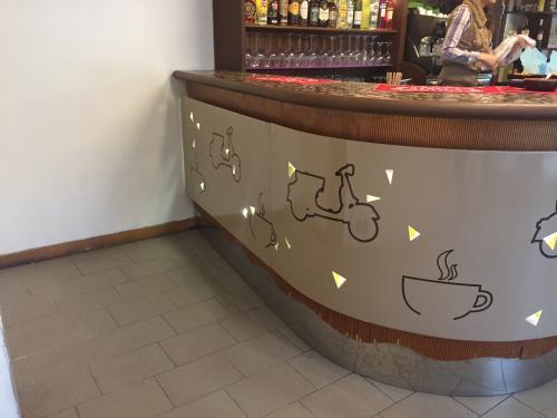 Interior design Bancone decorato Dolce Vita 3