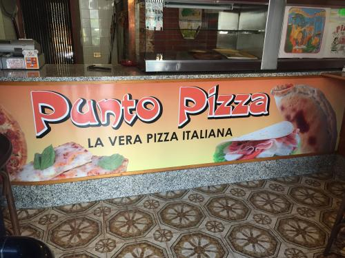 Interior design bancone pizzeria punto pizza 1