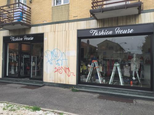 Insegna a pannello Fashion house