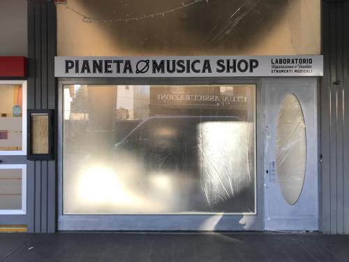 Insegna a pannello Pianeta Musica