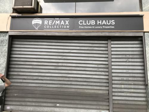 Insegna a pannello ReMax Club House 2