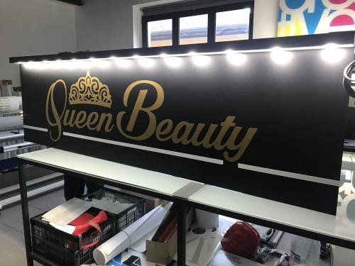 Insegna a pannello con baffo luminoso Queen Beauty 1