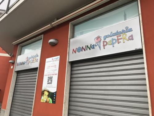 Insegna a pannello Nonna Papera con lettere pantografate in plexiglass 5