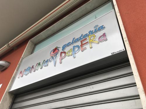 Insegna a pannello Nonna Papera con lettere pantografate in plexiglass 6