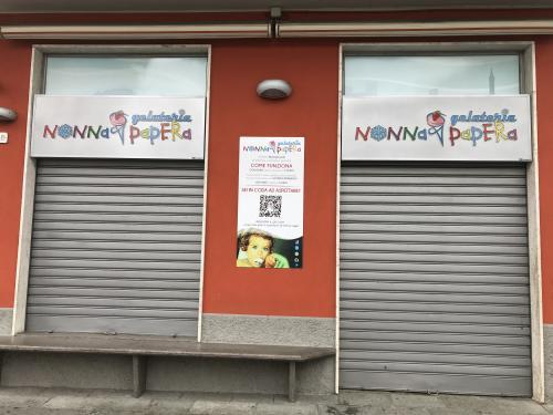 Insegna a pannello Nonna Papera con lettere pantografate in plexiglass 8