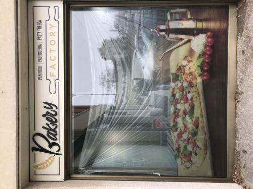 Insegna e vetrofania satinato Bakery 2