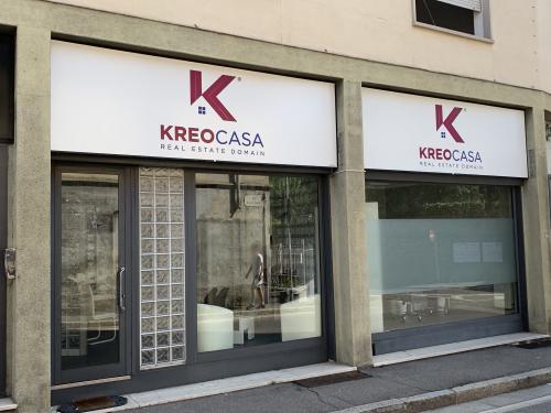 Insegna a pannello intagliato con pellicola retroilluminata Kreocasa 3