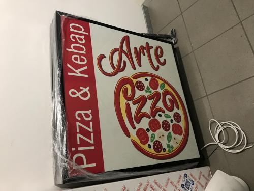 Insegna a Bandiera luminosa Arte e Pizza 1