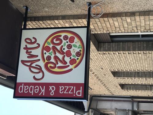 Insegna a Bandiera luminosa Arte e Pizza 3