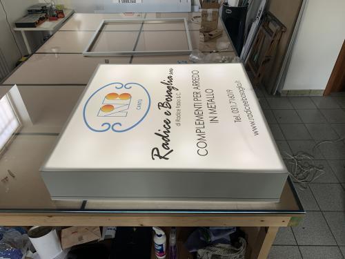 Insegna a cassonetto retroilluminato radice e bosaglia 2