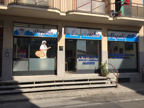 Insegne e vetrofanie La vecchia Napoli 2