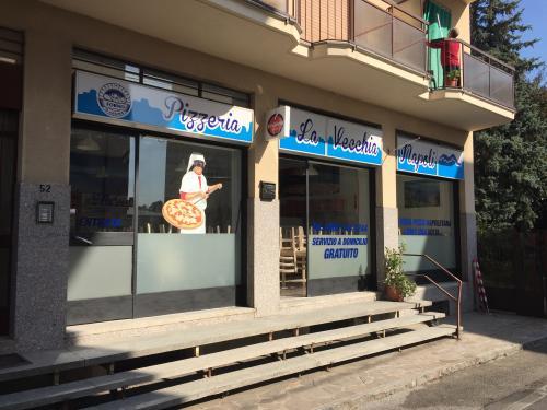 Insegne e vetrofanie La vecchia Napoli 3