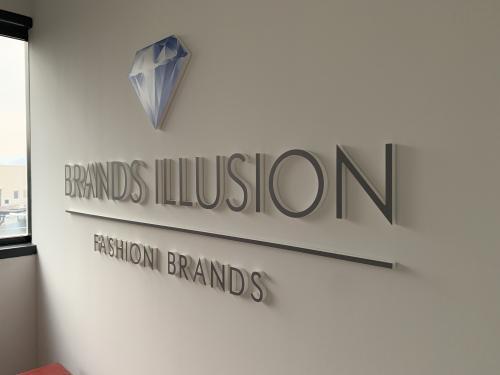 Interior design murofania pantografata brand illusion 4