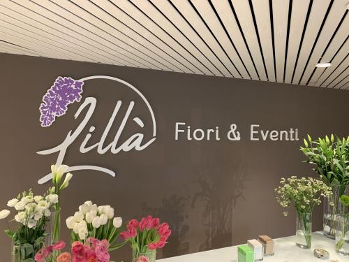 Interior design murofania pantografata lilla fiori 3