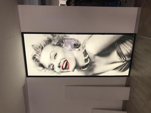 Interior design totem luminoso Marilyn Monroe Arte e stile 2