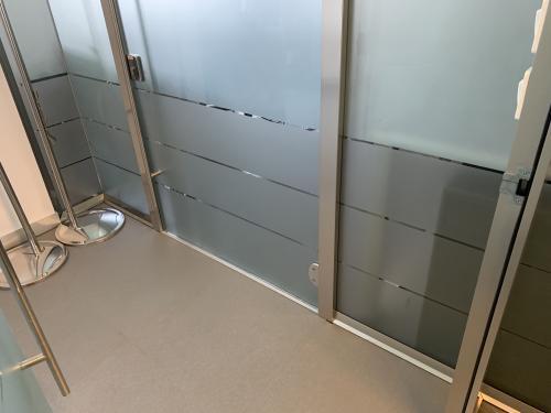 Interior design vetrofania satinata porta 2