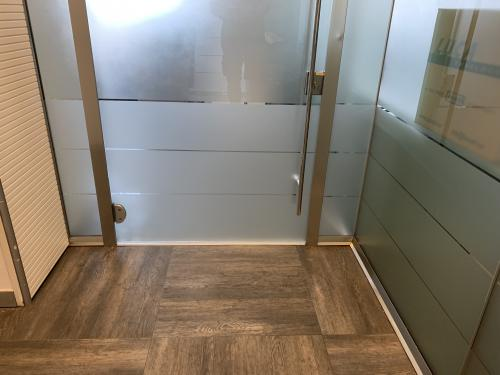 Interior design vetrofania satinata porta 3